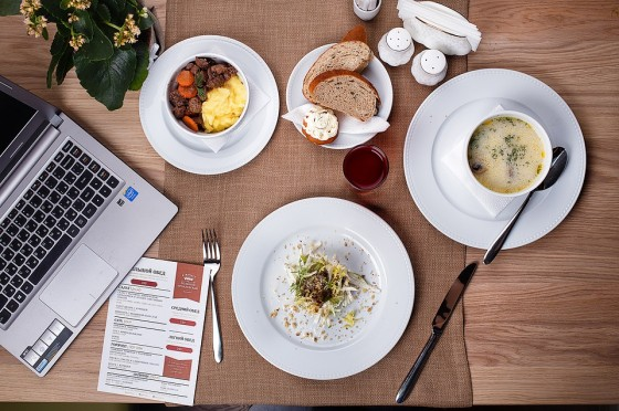Business Lunch: Choosing meal
