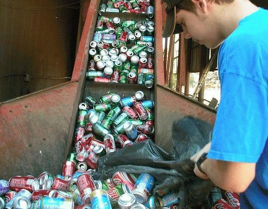 Sorting Used Aluminium Cans